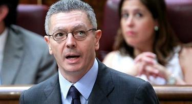 El ministro, en una sesión de control en el parlamento | Archivo