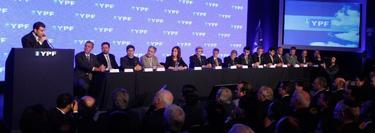 """Miguel Galuccio, en un acto por los """"90 años de YPF y su futuro"""", junto a Cristina Kirchner   Foto: YPF"""
