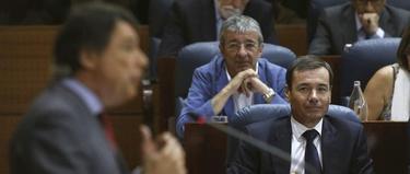 Gordo y Gómez escuchan al presidente madrileño | EFE
