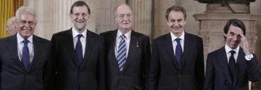 El Rey, Felipe González, Zapatero, Rajoy y Aznar durante el acto de imposición del Toisón de Oro a Nicolás Sarkozy | EFE/Casa Real