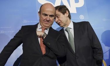 El ministro de Economía, Luis de Guindos  junto a José Ignacio Goirigolzarri, presidente de Bankia. | EFE