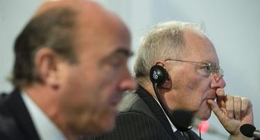 Guindos, junto a Schäuble este lunes | EFE