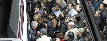 Pasajeros en un andén del metro, la semana pasada   Efe