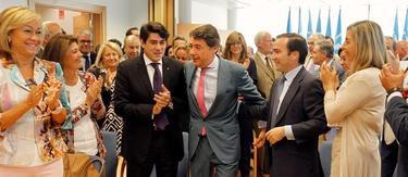 Ignacio González durante la reunión que ha mantenido hoy con los diputados del grupo parlamentario popular de la Asamblea. | EFE