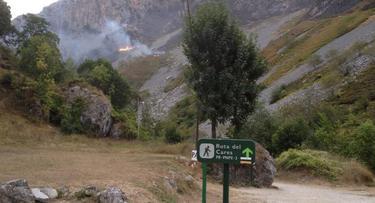 Incendio en la Ruta del Cares | @Rojo_Mariano