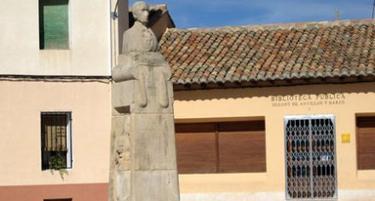 Monumento a Isidoro de Antillón en su pueblo natal de Santa Eulalia del Campo