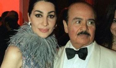 Shapira Khashoggi, junto a su esposo, Adnan, en una fiesta, en el año 2000. | Corbis