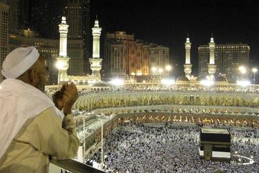 Peregrinos completando el ritual en el Kaaba | Cordon Press