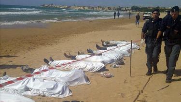 Cuerpos de inmigrantes muertos en el naufragio | Archivo
