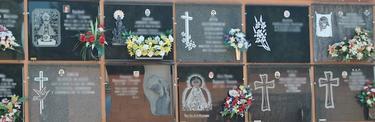 Lápidas en el cementerio de Alaquás