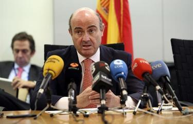 El ministro Luis de Guindos durante su intervención   EFE