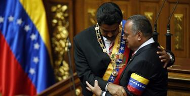 Nicolás Maduro, ya investido presidente, al lado de Diosdado Cabello.   Cordon Press