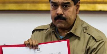 Nicolás Maduro, con la Ley Habilitante, que le permite gobernar por decreto durante un año. | Archivo