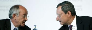 Miguel Ángel Fernández Ordóñez junto a Mario Draghi. |Efe