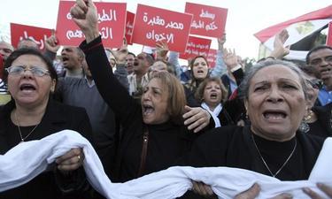 Centenares de ciudadanos egipcios corean lemas contra los Hermanos Musulmanes | EFE