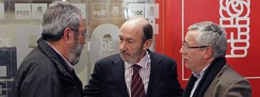 Alfredo Pérez Rubalcaba, entre Cándido Méndez e Ignacio Fernández Toxo. | Archivo