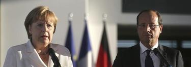 Merkel y Hollande enfrente de la cancillería de Berlín, este jueves. |Efe