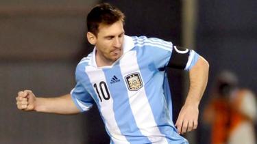 Leo Messi, durante el último partido con la selección argentina ante Paraguay.   EFE