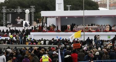 El altar donde se celebra la Misa de las Familias   EFE