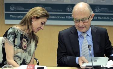 Marta Fernández Curras y Cristobal Montoro este jueves en el Ministerio de Hacienda | EFE