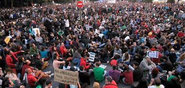 Cientos de personas vuelven a congregarse en Neptuno | EFE