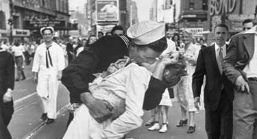 Obama en la celebración de la victoria de la Segunda Guerra Mundial. | obamainhistory.tumblr.com