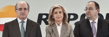 Antonio Brufau, presidente de Repsol, junto a Begoña Elices y Pedro Fernández Frial   Foto: Repsol