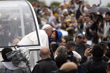El Papa, en un nuevo recorrido por Río | EFE