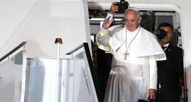 El Papa se despide de Brasil desde el avión   Efe