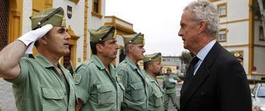 El ministro de Defensa ha visitado la base de la Legión en Almeria. | EFE