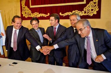 La Xunta y Pemex, tras sellar el acuerdo. | EFE