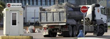Piedras entrando en Gibraltar | EFE