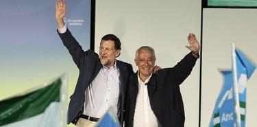 Mariano Rajoy y Javier Arenas este domingo en Cádiz | Tarek/PP