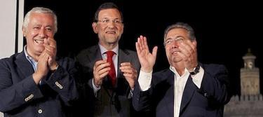 Zoido, con Rajoy y Arenas en Sevilla.
