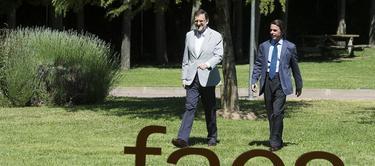 Aznar y Rajoy, minutos antes de conversar sin micrófonos   FAES