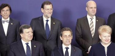 Rajoy, con varios líderes europeos, entre ellos Sarkozy | Moncloa