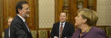Rajoy despacha con Merkel en Bucarest | Diego Crespo