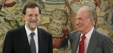 Rajoy y el Rey, muy sonrientes antes de la reunión | EFE