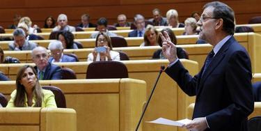 Rajoy, en el Senado ante la atenta mirada de Sánchez Camacho | EFE