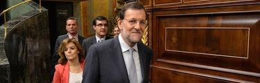 Rajoy, con la vicepresidenta, en el Congreso | D. Crespo