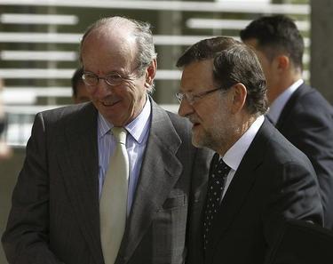 Mariano Rajoy junto al jefe de la Casa Real, Rafael Spottorno. | EFE