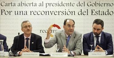 Ortega Lara, Vidal-Quadras y Abascal, durante la presentación de Reconversión. | Archivo