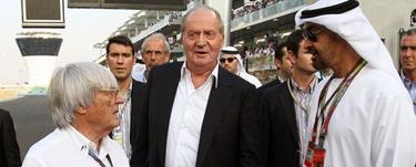 El rey, durante su visita al Gran Premio de Dubai en 2011, donde recibió los coches | EFE