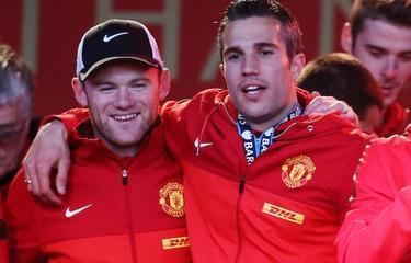 Rooney celebra con Van Persie  la Premier | Cordon Pres
