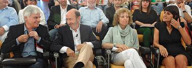 Rubalcaba, sentado al inicio del acto | PSOE