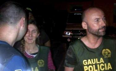 Los españoles María Concepción Marlaska Sedano y Ángel Fernández Sánchez, fotografiados por los agentes que los liberaron | EFE