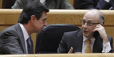 José Manuel Soria y Cristobal Montoro en una imagen de archivo | EFE