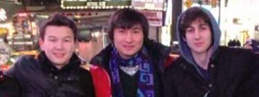 Los arrestados, junto a Tsarnaev   Imagen TV/CNN