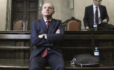 El eurodiputado Strasser, en el banquillo de los acusados, este martes en Viena.   EFE