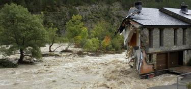 El río Aragón desbordado | EFE